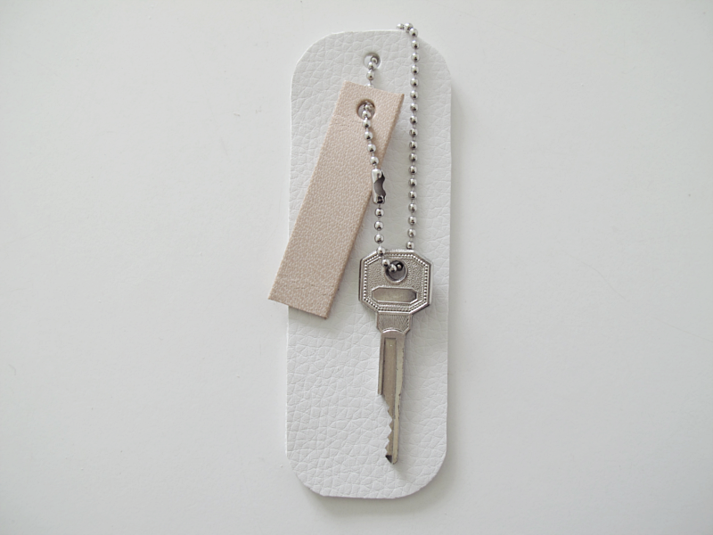 DIY LEATHER KEY HOLDER | DESIGN AND FORM