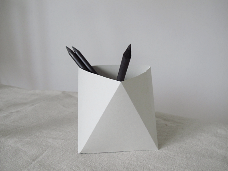 Pen Stand Designs : Diy paper pen holder design and form lovin